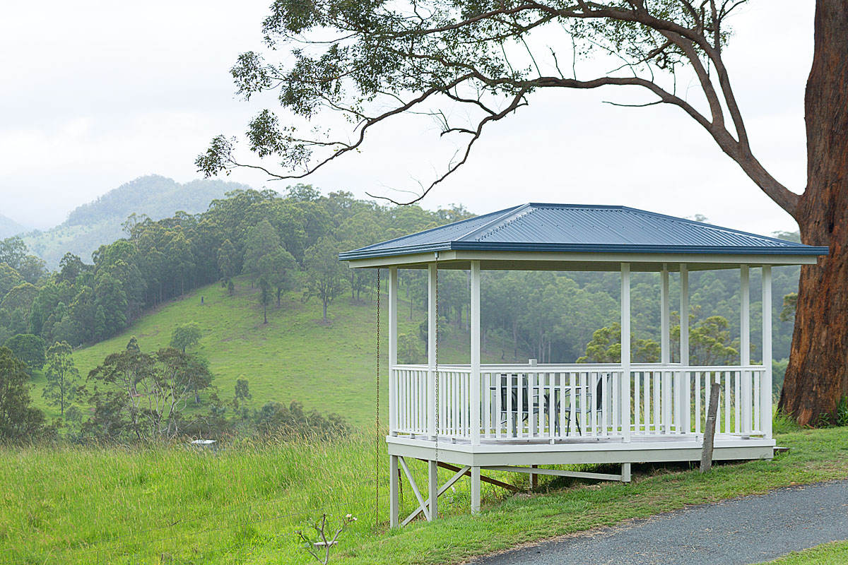 Private Gazeebo overlooking Wolumbin @ Hillcrest Mountain View Retreat